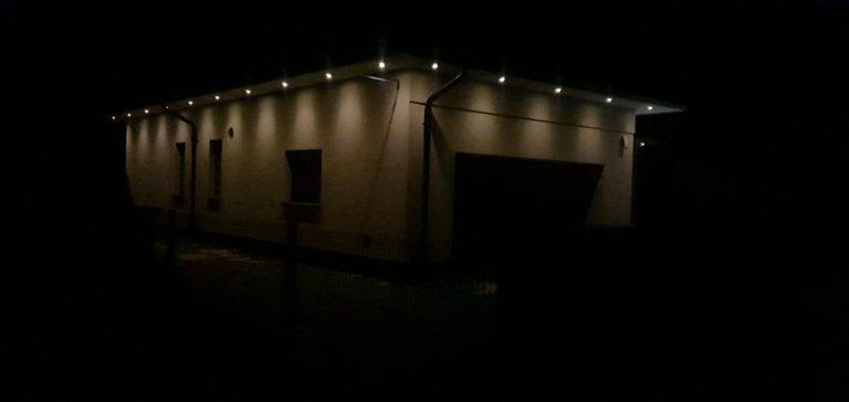 instalacja oświetlenia wokól domu