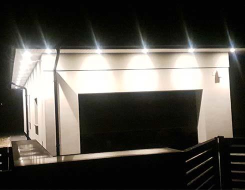 instalacja oświetlenia zewnętrz domu