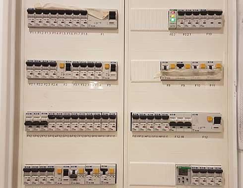 instalacja skrzynki prądowej elsystem